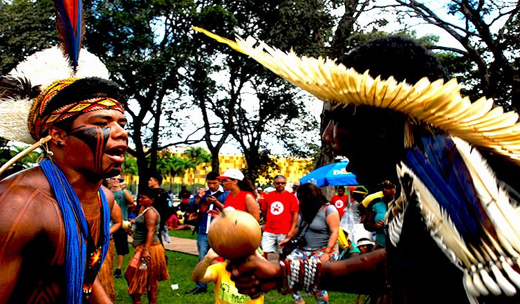 """Brasil: """"Aquí estamos, no estamos extintos"""", de los indígenas Tupinambá"""