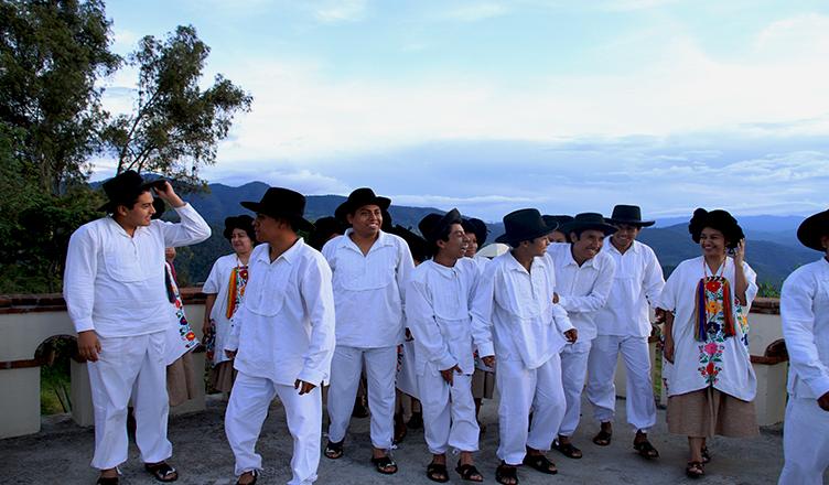 A través de América Latina, la lucha por la tierra comunal y la autonomía indígena