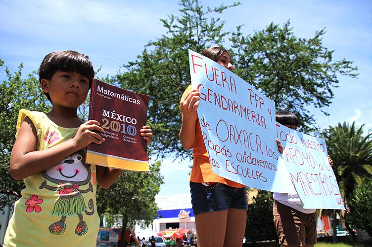 Gustavo Esteva: Reforma educativa busca desaparecer a los pueblos indígenas