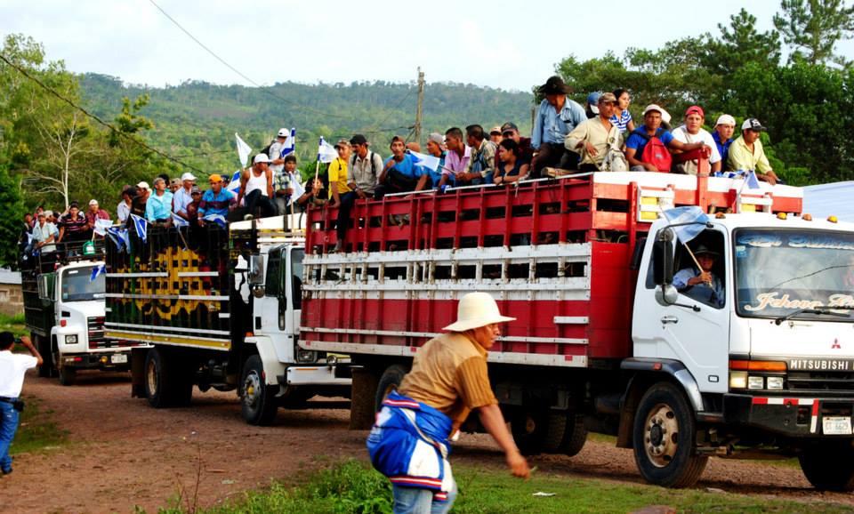 Avanza el neoliberalismo en Nicaragua: del rojinegro de la revolución al fiusha de las modas