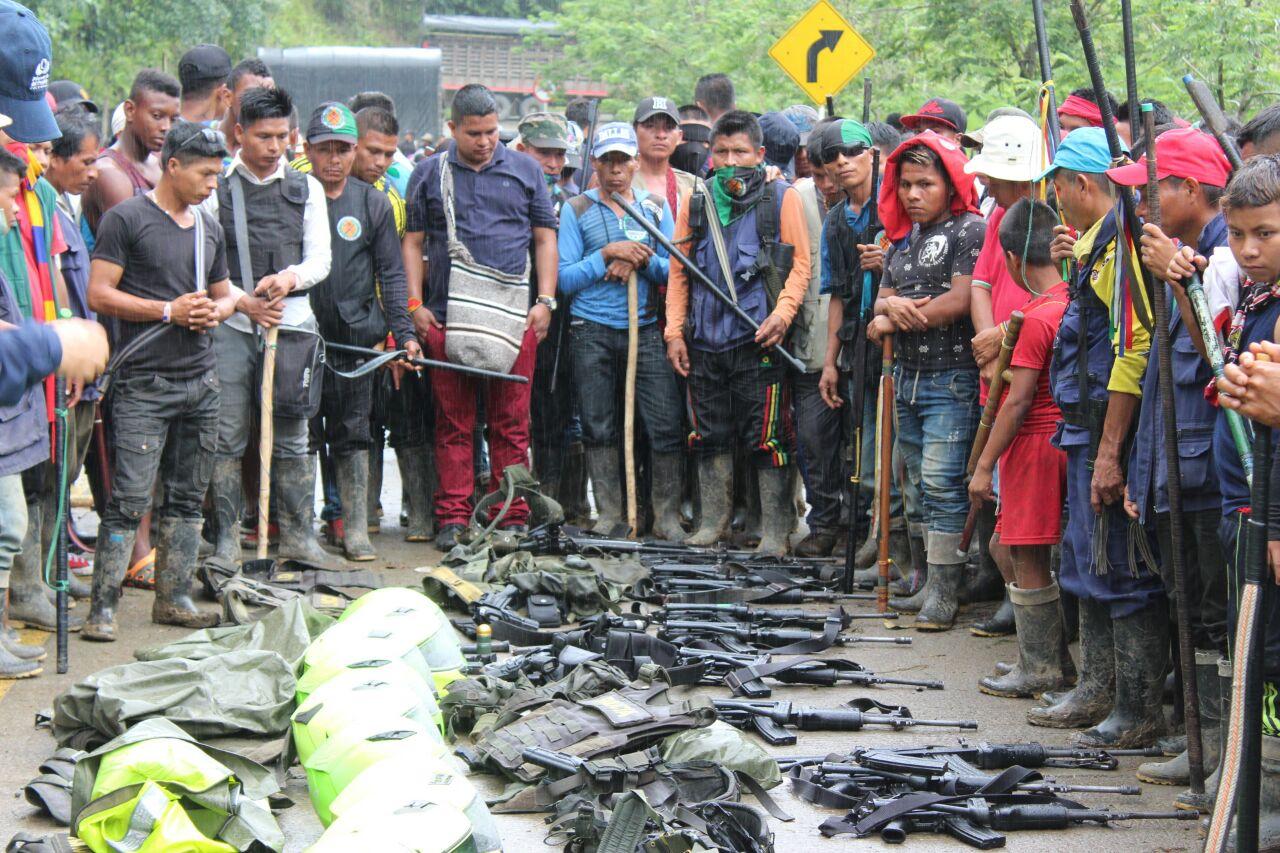 Tratamiento militar a la protesta de más 100 mil indígenas en Colombia