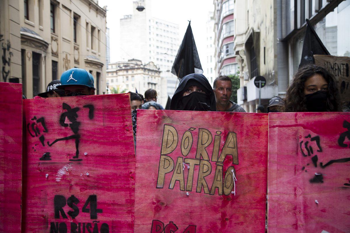 Masiva protesta en Brasil por aumento del costo de transporte público