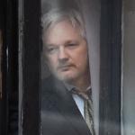 Ecuador suspende servicio de internet y deja incomunicado a Julian Assange