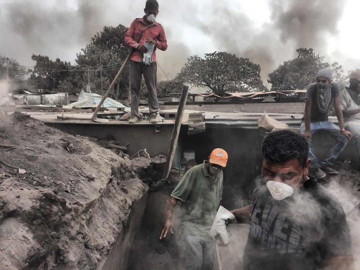 Guatemala, el volcán de Pacaya también aumenta su actividad