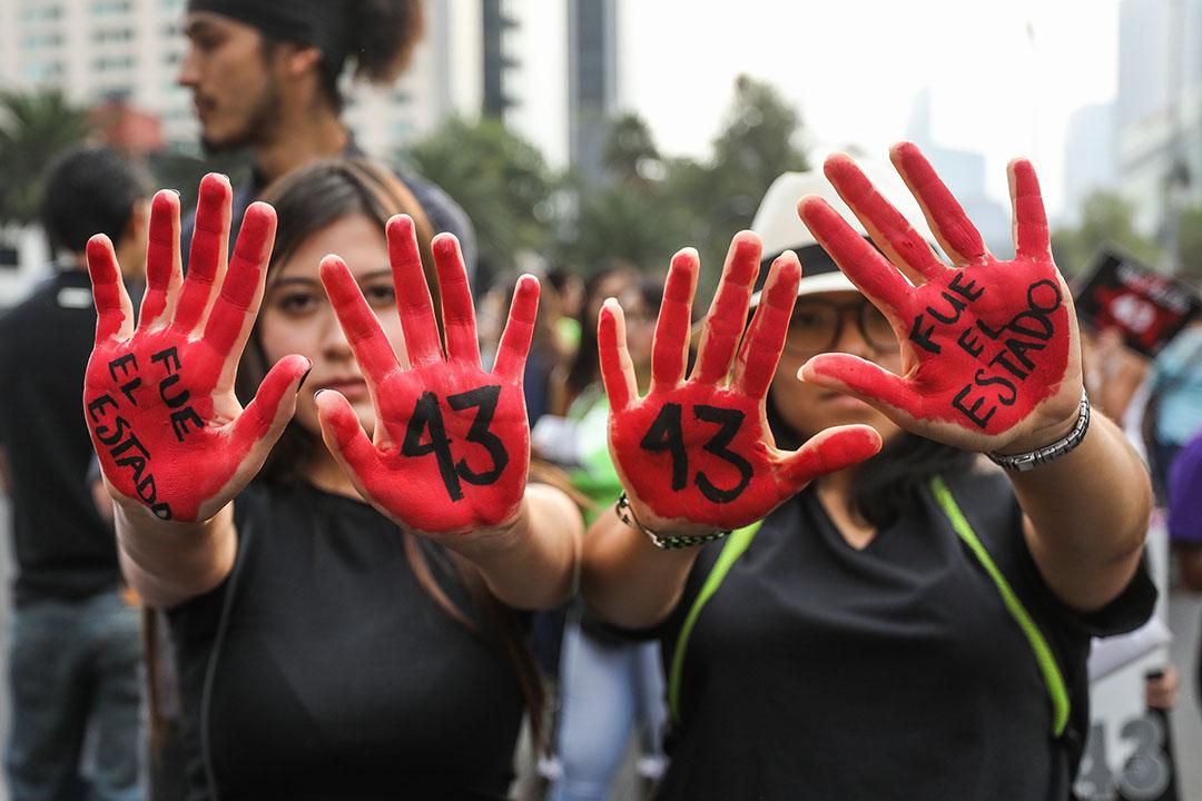 Peña Nieto defiende investigación de la desaparición los 43 y los Forenses Argentinos la vuelven a rechazar