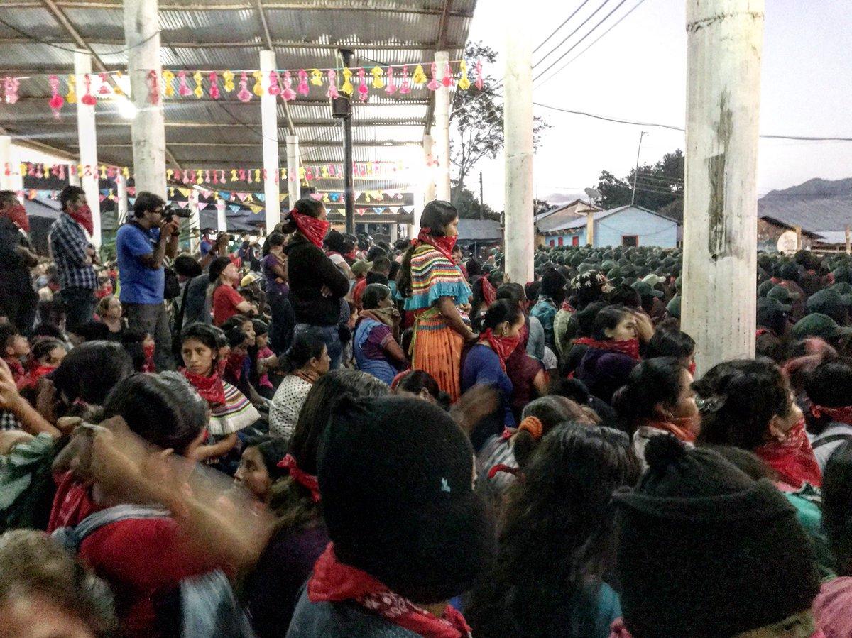 Fanáticos de López Obrador expresan su desprecio y racismo contra comunidades zapatistas