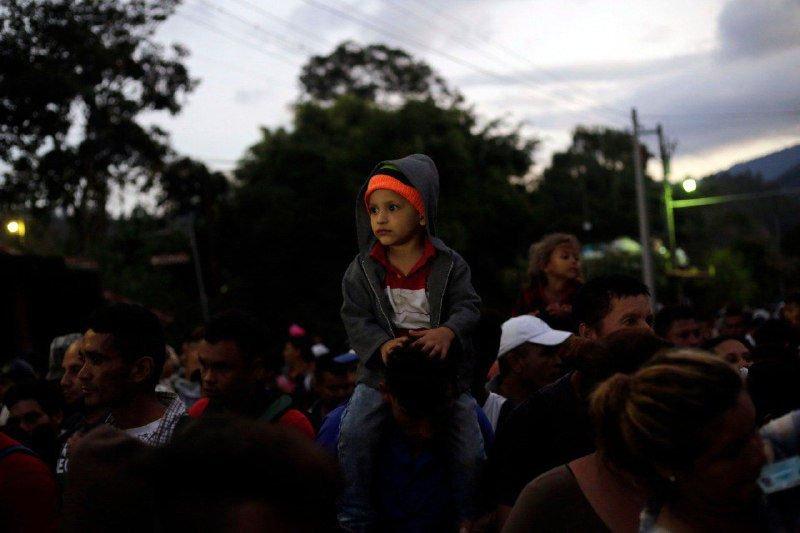 Migrantes son recibidos de forma organizada en México y les dan visa humanitaria