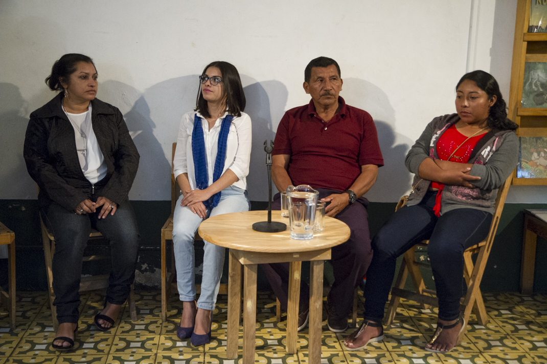 Las integrantes del movimiento Madres de Abril durante una charla en Oaxaca, México.
