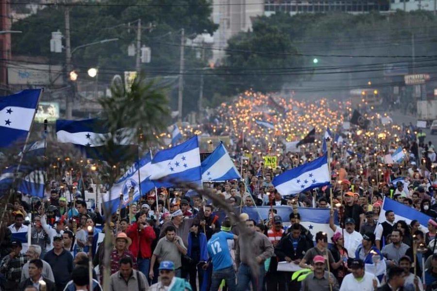 Se agudizan protestas en Honduras, la represión deja 2 muertos