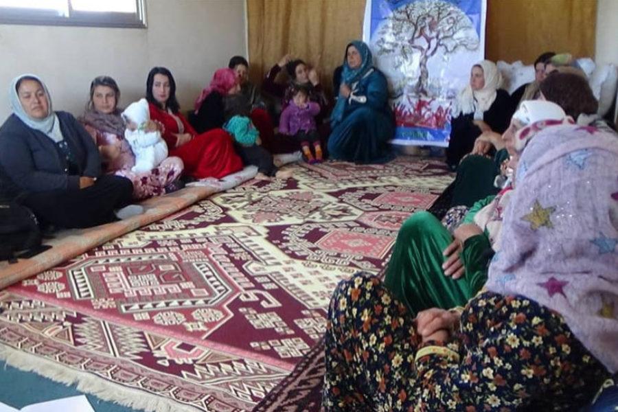 Las mujeres de Raqqa ahora resuelven y discuten sus problemáticas en asambleas