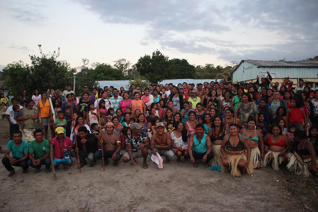 """""""Nunca desistiremos de reclamar al gobierno y a las empresas la destrucción de nuestros lugares sagrados"""": Mujeres Munduruku en Brasil"""